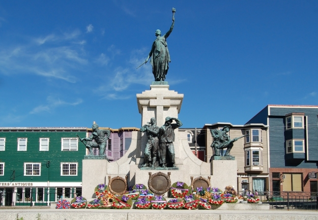 Original image available at https://upload.wikimedia.org/wikipedia/commons/1/19/Newfoundland_National_War_Memorial.jpg